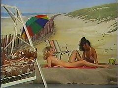 İki lezbiyen Beach artalanda çalışır
